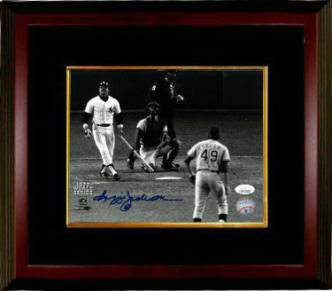Reggie Jackson signed New York Yankees 8x10 B&W Photo Custom Framing (1977 World Series)- JSA Witnessed Hologram PSM-Powers Sports Memorabilia