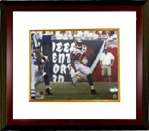 Carnell Williams signed Tampa Bay Buccaneers 16X20 Photo Custom Framing - Williams Hologram PSM-Powers Sports Memorabilia