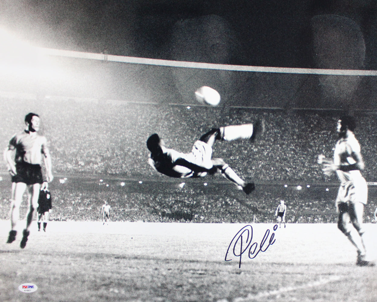 Pele Autographed/Signed Brazil Soccer 16x20 Photo PSA PSM-Powers Sports Memorabilia