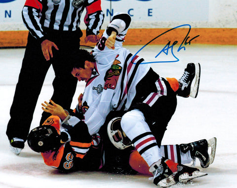 Andrew Shaw Signed Blackhawks 2013 Stanley Cup Finals Fight 8x10 Photo