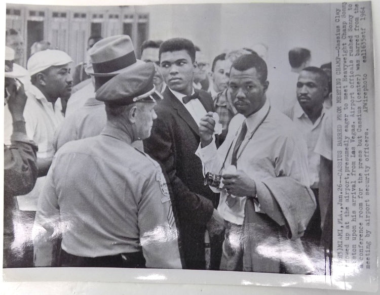 Muhammad Ali 1964 AP Wire Boxing Airport Photo PSM-Powers Sports Memorabilia