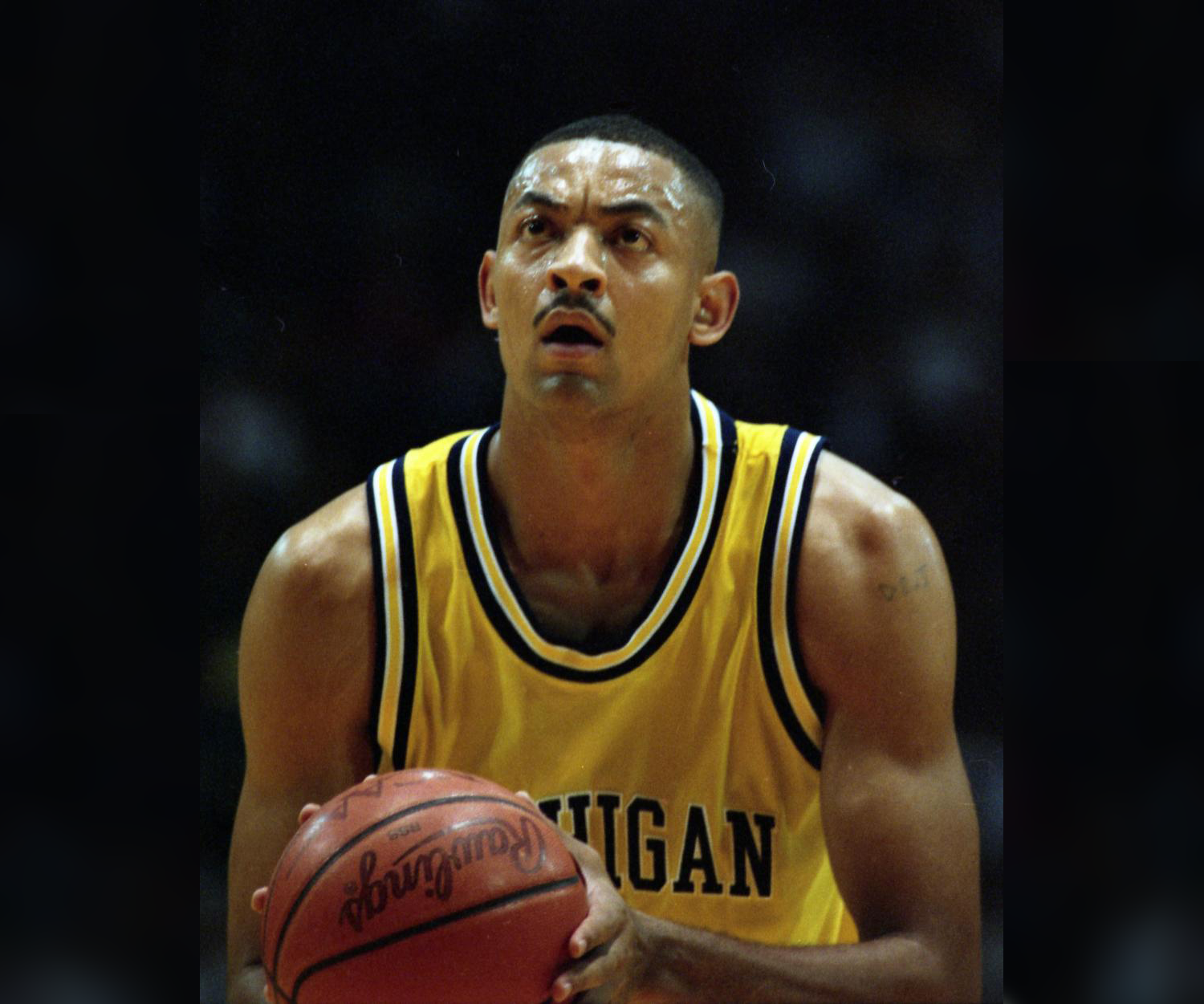 Juwan Howard Autograph Signing-Powers Sports Memorabilia
