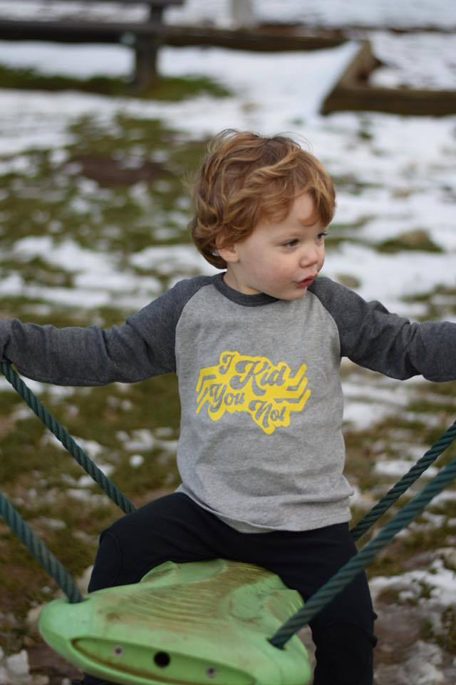 i kid you not kids slogan raglan top