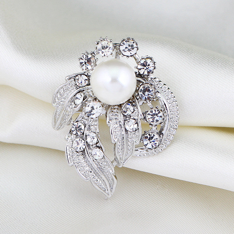 Luxurious Pearl Brooches - LADSPAD.COM