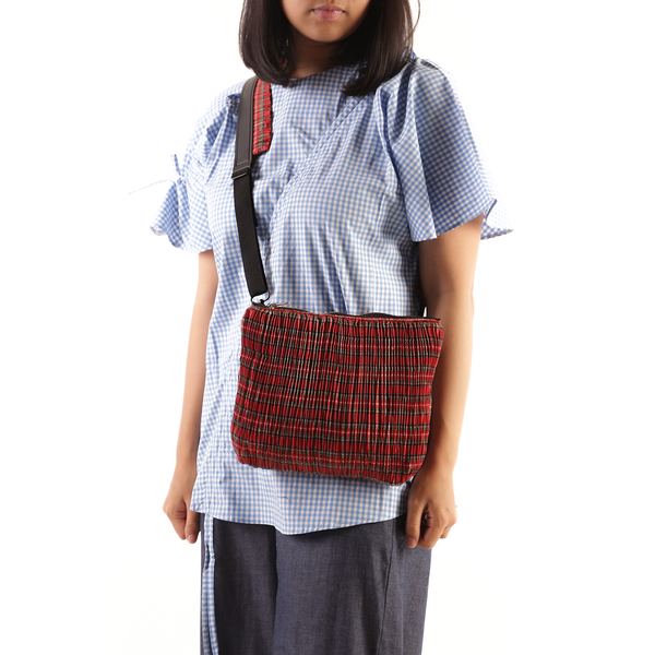 Pleated Pattern Slingbag Plaid Red - Mannequin Plastic - hglhouse