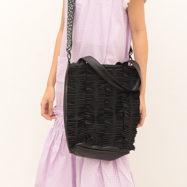 Pleated Medium Bag Black - Mannequin Plastic - hglhouse