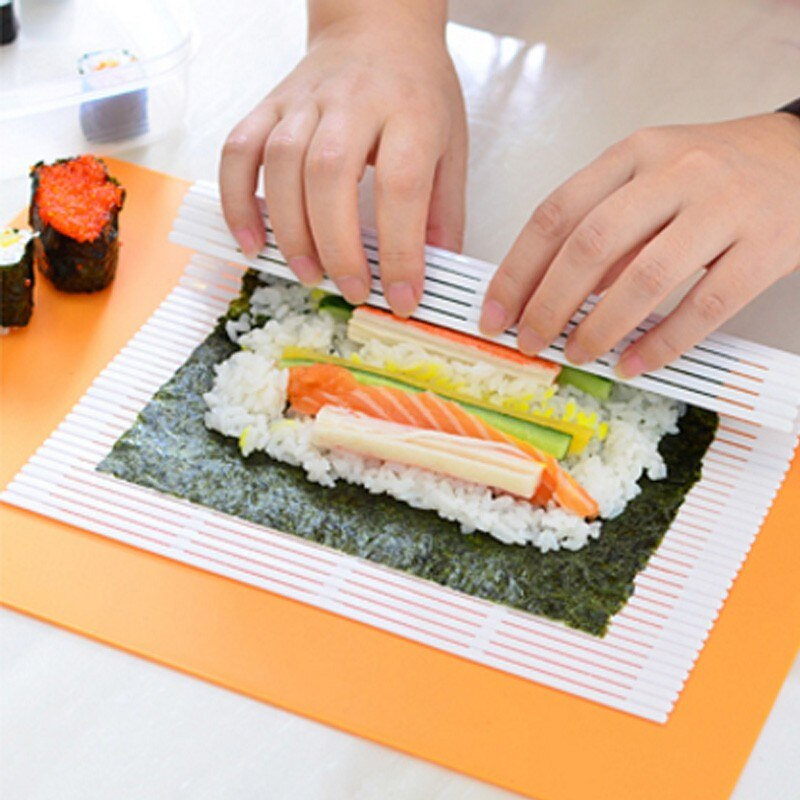 Hot Sale Sushi Roller Portable Kitchen Easy DIY Sushi Roller Maker Seaweed Nori Sushi Curtain Mold Tool not moldy Health