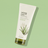 The Face Shop Herbday 365 Cleansing Foam Aloe & Green Tea