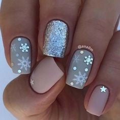 Cute snowflake Christmas nail ideas1