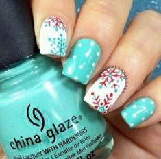 Cute snowflake Christmas nail ideas3