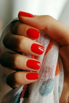 Classic red nails