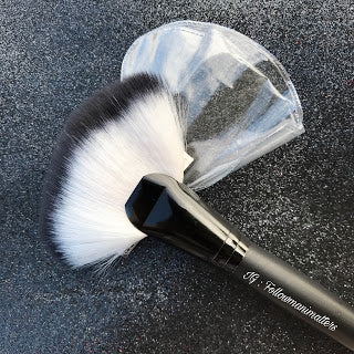 Large Fan Makeup Brush