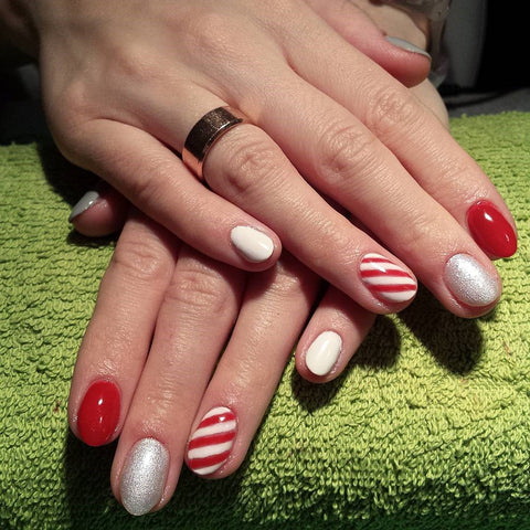 This Candy Cane Christmas Nail Design
