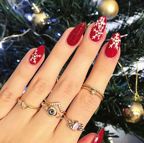 This Red and White Snowflake Christmas Nail Design