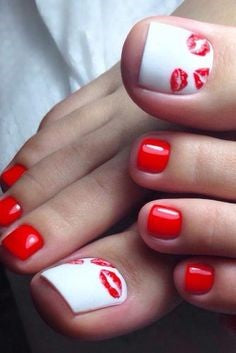 Kiss Mark Toe Nail Design for Valentine's Day