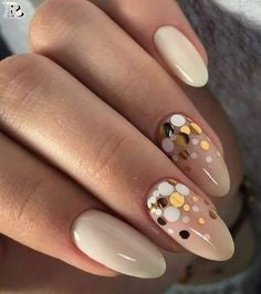 Round Holiday Sequins Oval Nail Design