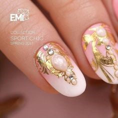Gold decorations Nails