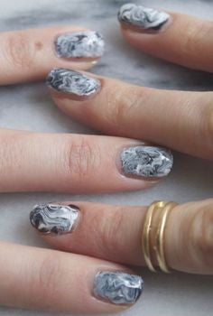 Artwork Grey nail design