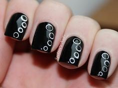 Bubble black and white nail design