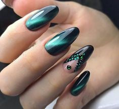 Green 3D Cat Eye Delicate Nail Design
