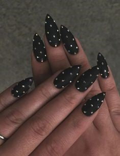 Black spotted long nail design