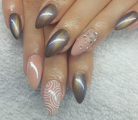 Cat-eye nail design