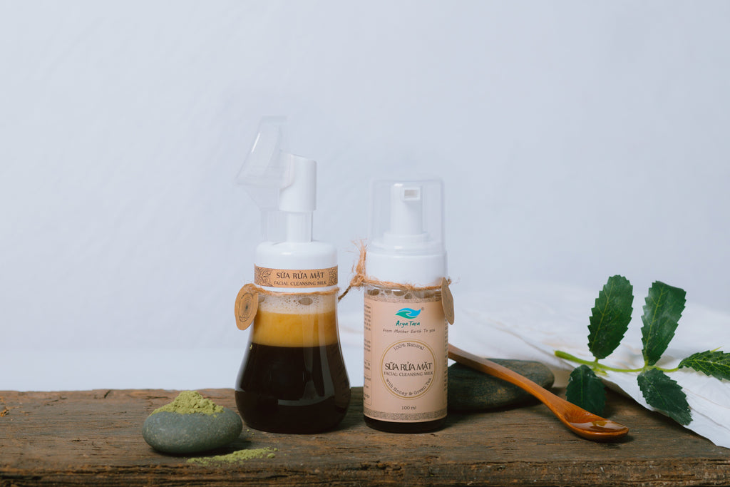 Sữa rửa mặt (chai có đầu massage) - All Natural Facial Cleansing Milk (with massage brush)