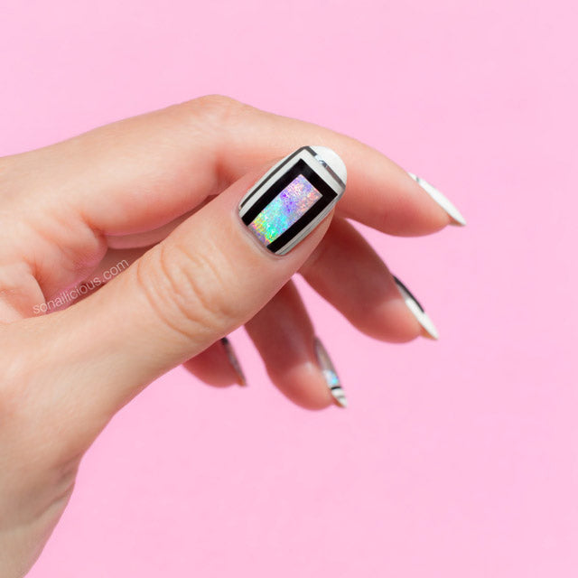 Holographic foil nails