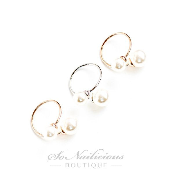 Gold rings with pearls