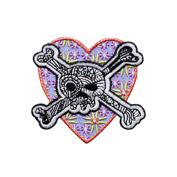 PT582 - Heart Skull (Iron on)