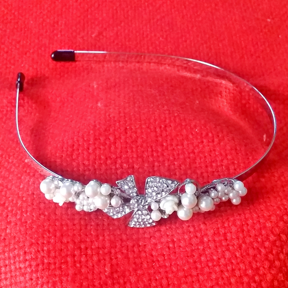 Silver Bow & Pearl headwear for girls
