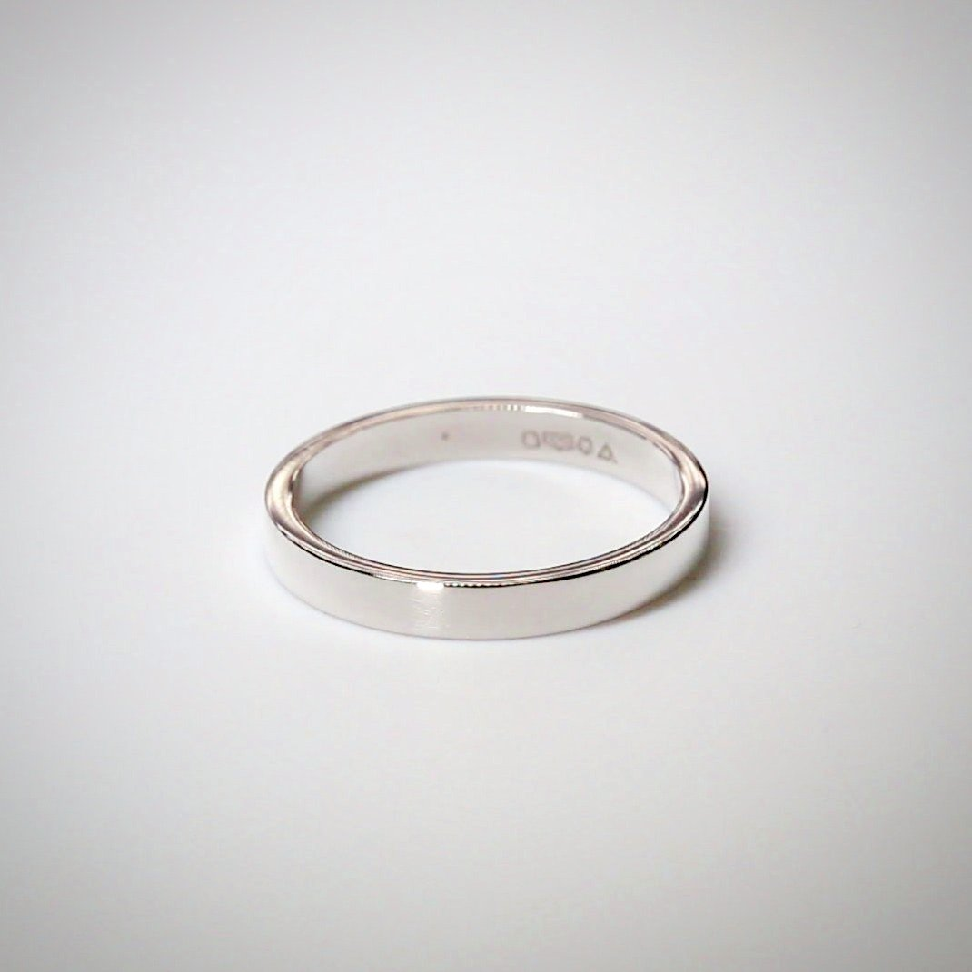 2.5mm Flat Court Flat Edge Platinum Wedding Ring