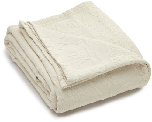 King Charles Matelasse Queen Coverlet, Ivory