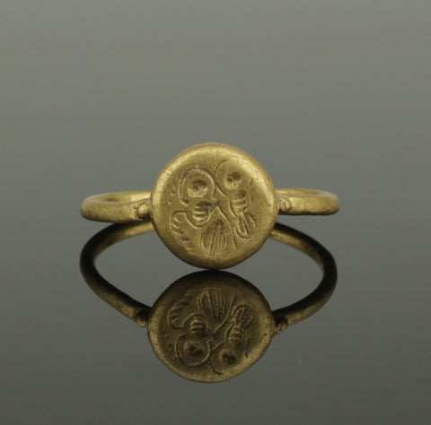 BEAUTIFUL ANCIENT MEDIEVAL GOLD RING DECORATED WITH SAINTS - CIRCA 15TH CENTURY