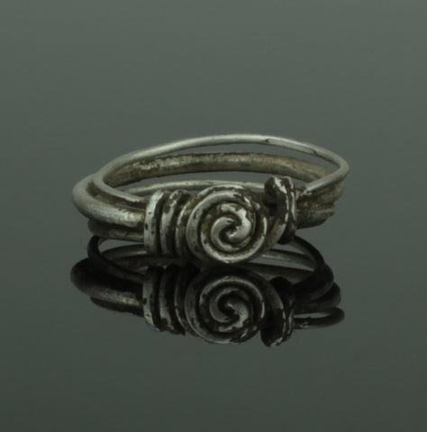 RARE ANCIENT VIKING SILVER RING - CIRCA 9th/10th CENTURY (275)