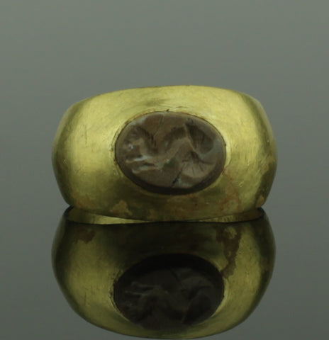 ANCIENT ROMAN GOLD INTAGLIO RING WITH HIPPOCAMPUS - 2nd Century AD