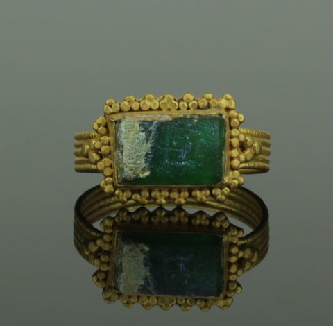 ANCIENT ROMAN GOLD RING WITH GREEN GLASS STONE - 2nd Century AD (090)