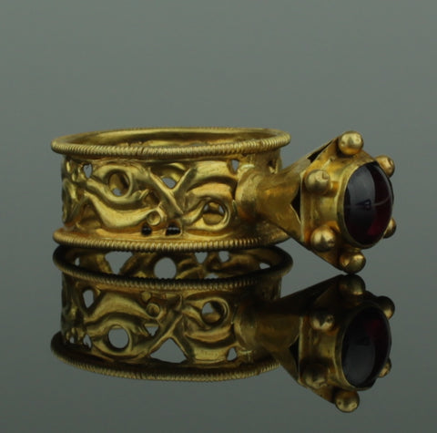 BEAUTIFUL ANCIENT BYZANTINE GOLD & GARNET RING - 8th/12th Century AD (912)