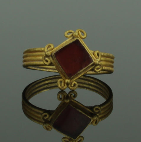 BEAUTIFUL ANCIENT ROMAN GOLD & CARNELIAN RING - 2nd Century AD (334)