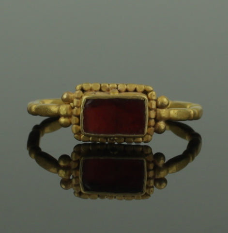 STUNNING ANCIENT ROMAN GOLD & GARNET RING - 1st/2nd Century AD (190)