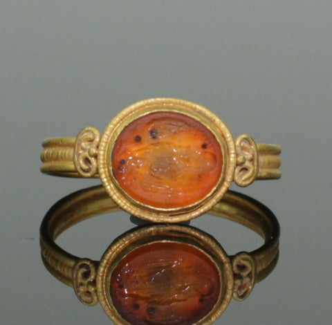 ANCIENT ROMAN GOLD INTAGLIO RING WITH EAGLE - 2nd Century AD (077)