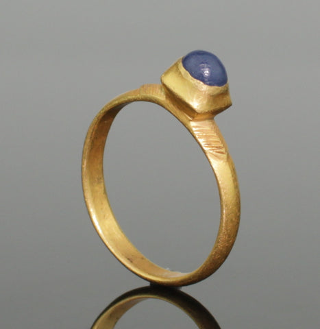 BEAUTIFUL MEDIEVAL GOLD & SAPPHIRE RING - CIRCA 14th-15th Century AD (0992)