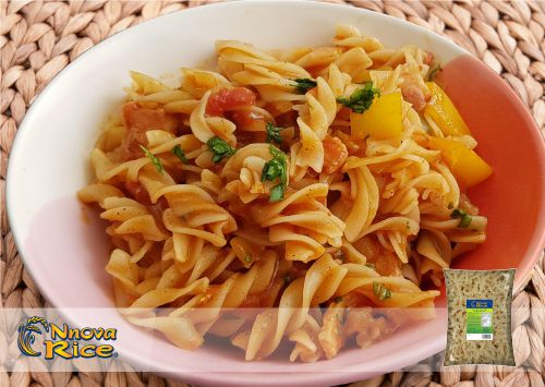 Stir-fried fusilli with orange and curry