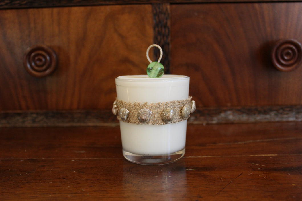 Natural Burlap & Umbilicus Shell Design, Coconut Soy Wax Candle