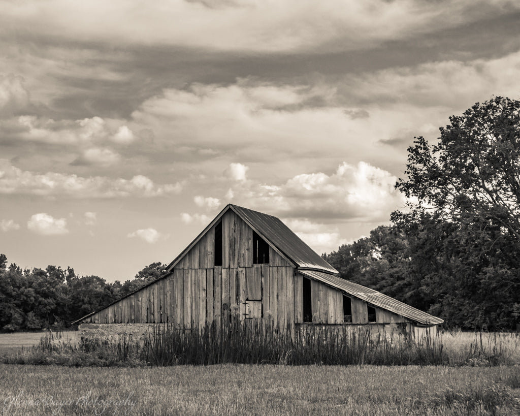 Old wooden barn in Kansas