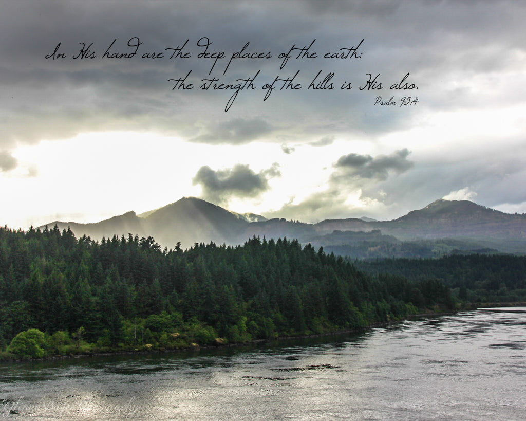 Sun rays by the Columbia River in Oregon with scripture verse