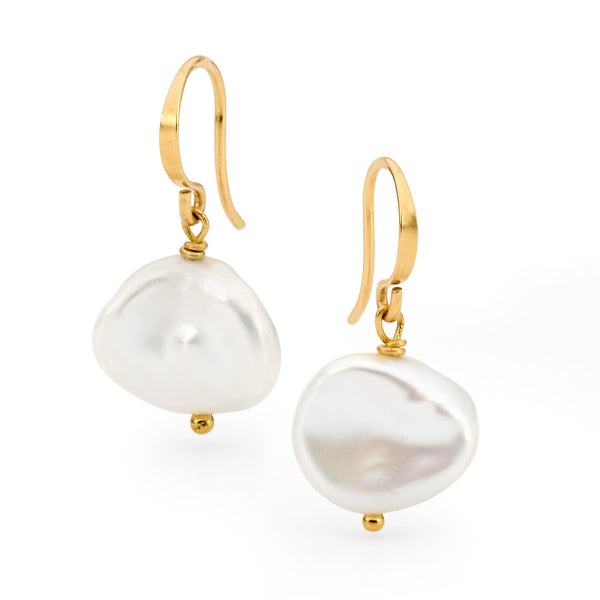 Image of Leoni & Vonk gold and pearl earrings on a white background