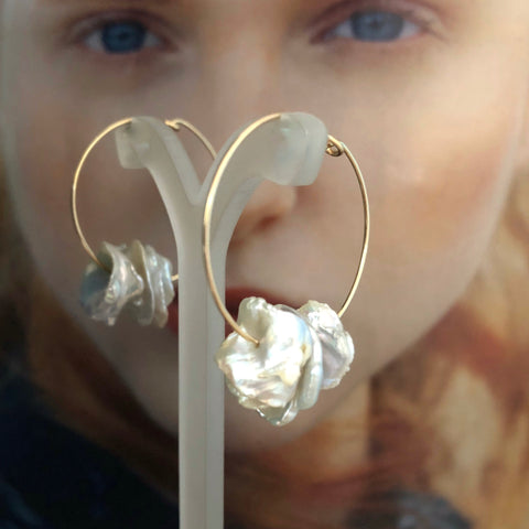 Leoni & Vonk keshi pearl hoop earrings