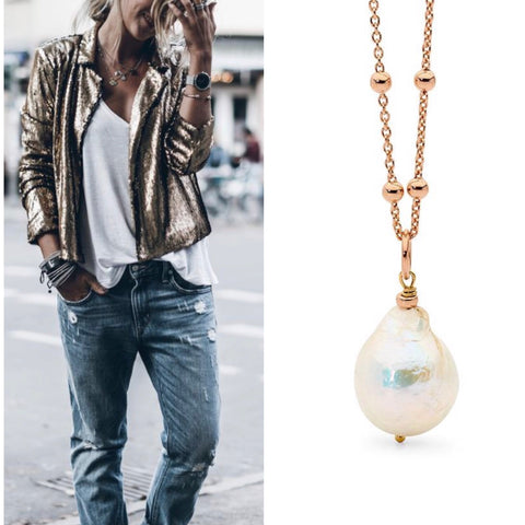 Leoni & Vonk rose gold chain with pearl necklace and metallic jacket