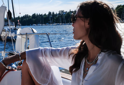 Olivia Arezzolo on a boat wearing Leoni & Vonk jewellery